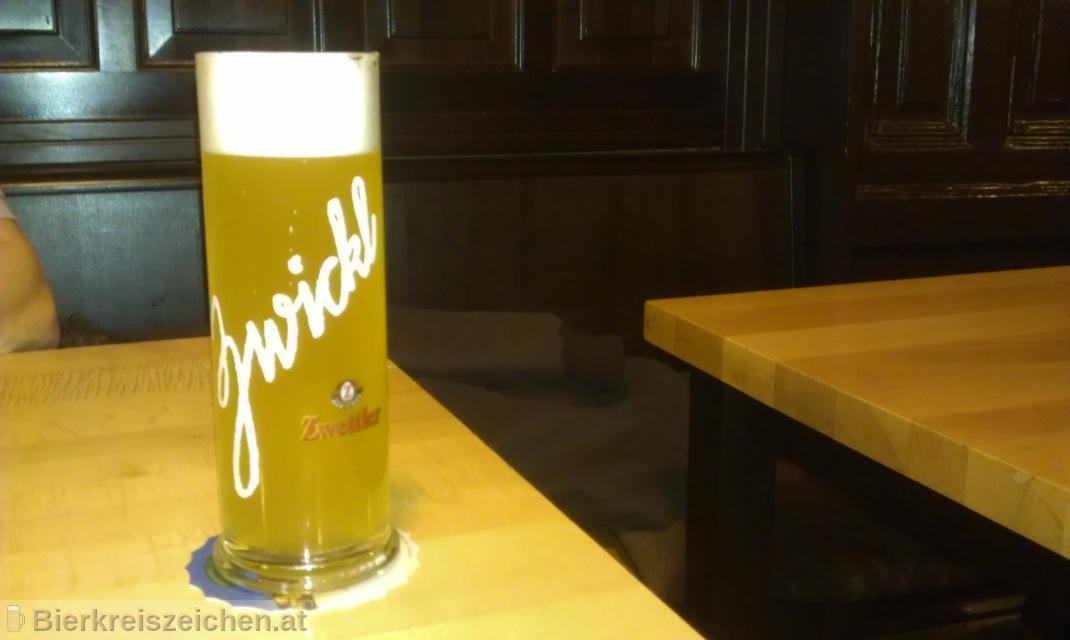 Foto eines Bieres der Marke Zwettler Zwickl  aus der Brauerei Privatbrauerei Zwettl