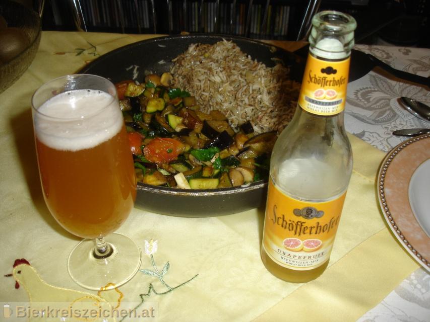 Foto eines Bieres der Marke Schöfferhofer Grapefruit Hefeweizen Mix aus der Brauerei Binding-Brauerei