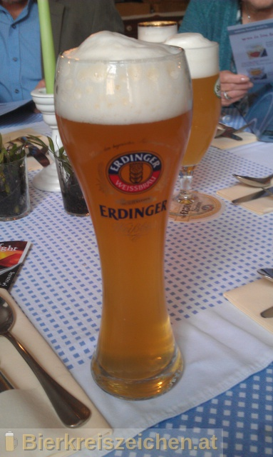 Foto eines Bieres der Marke Erdinger Urweisse aus der Brauerei Erdinger