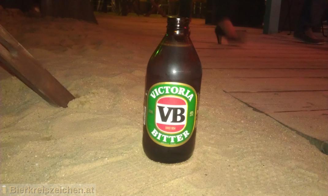 Foto eines Bieres der Marke Victoria Bitter aus der Brauerei Carlton & United Breweries