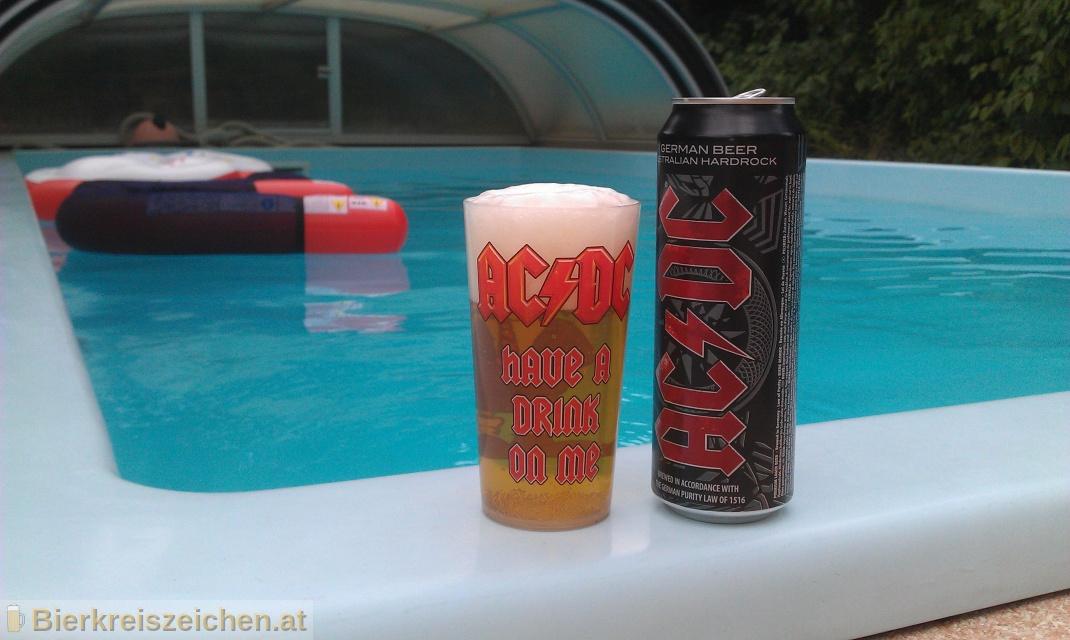 Foto eines Bieres der Marke AC/DC Premium Bier - Australian Hardrock aus der Brauerei Karlsberg Brauerei GmbH