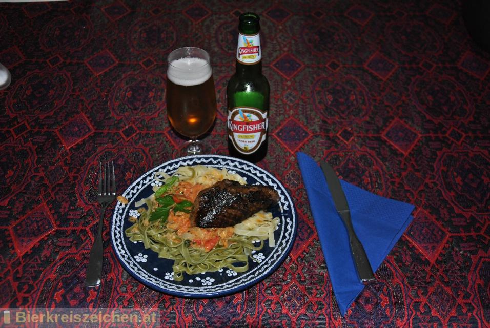 Foto eines Bieres der Marke Kingfisher Premium (Lager Beer) aus der Brauerei United Breweries Group