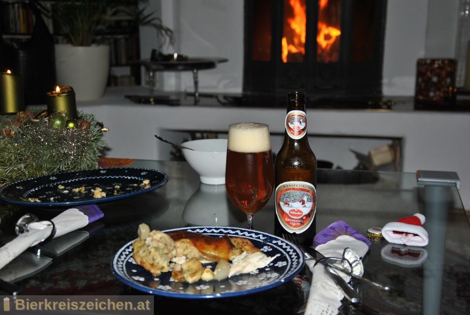 Foto eines Bieres der Marke Villacher Weihnachtsedition aus der Brauerei Villacher Brauerei