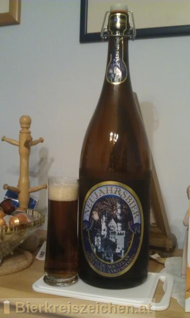 Foto eines Bieres der Marke Neujahrsbier aus der Brauerei Höss Brau- und Vertriebs GmbH & Co. KG