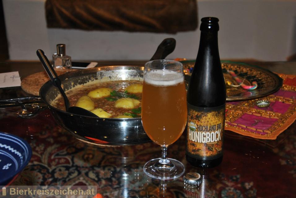 Foto eines Bieres der Marke Hochland Bio Honigbock aus der Brauerei Brauerei Hofstetten