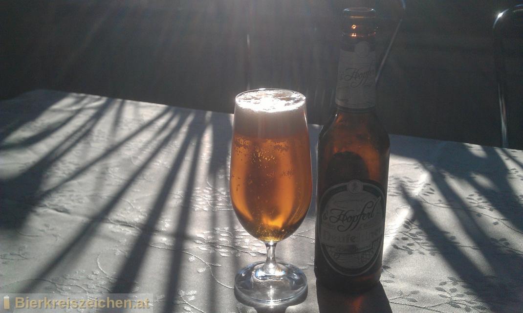 Foto eines Bieres der Marke Neufeldner - s'Hopferl aus der Brauerei Neufeldner BioBrauerei