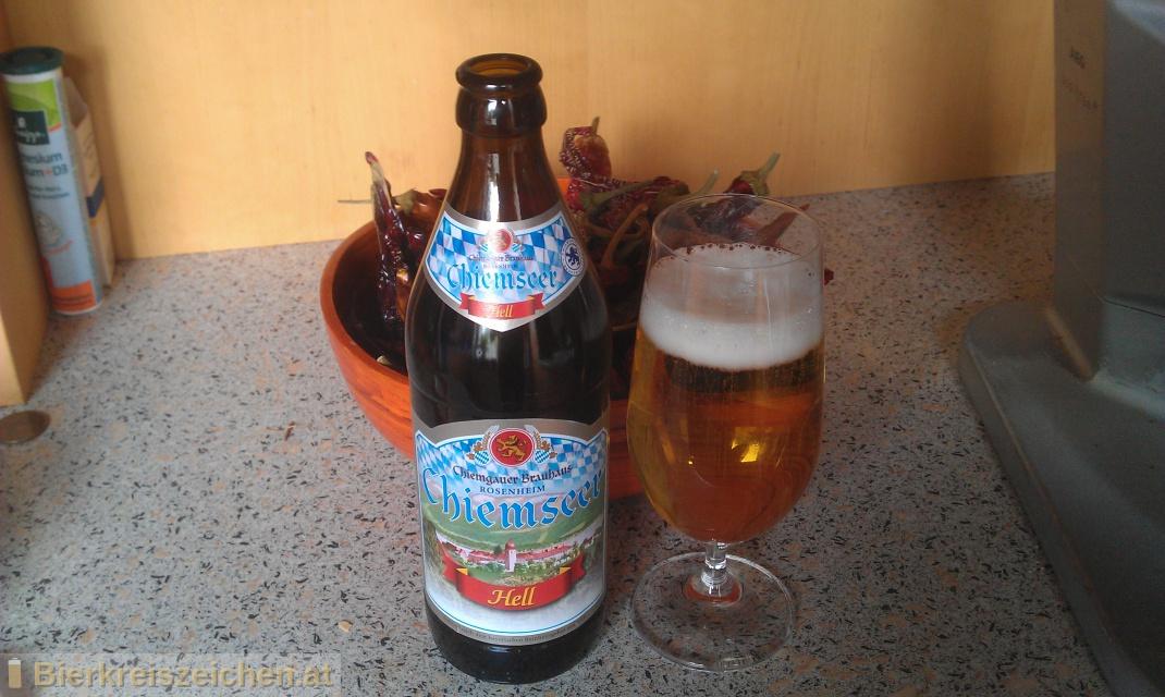 Foto eines Bieres der Marke Chiemseer Hell aus der Brauerei Chiemgauer Brauhaus