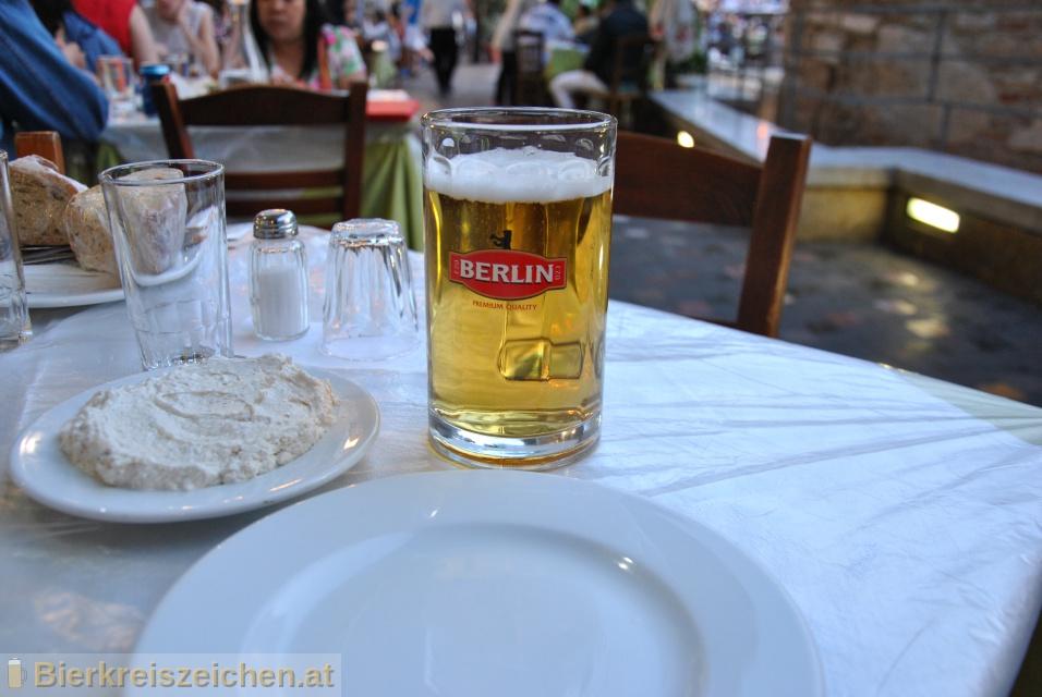 Foto eines Bieres der Marke Berlin aus der Brauerei EZA Protypos Hellenic Brewery