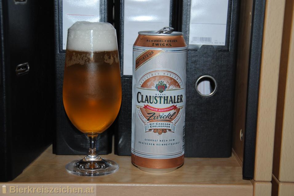 Foto eines Bieres der Marke Clausthaler Zwickl aus der Brauerei Binding-Brauerei