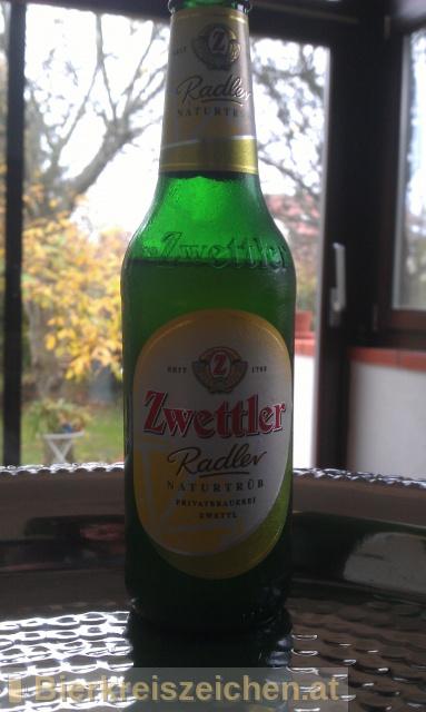 Foto eines Bieres der Marke Zwettler Radler Naturtrüb aus der Brauerei Privatbrauerei Zwettl
