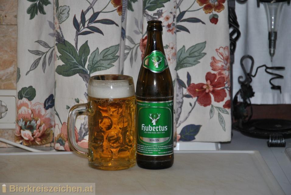 Foto eines Bieres der Marke Hubertus Märzen aus der Brauerei Hubertus Bräu