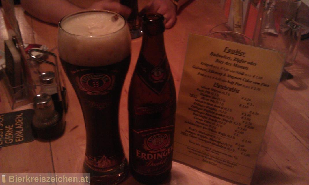 Foto eines Bieres der Marke Erdinger Dunkel aus der Brauerei Erdinger