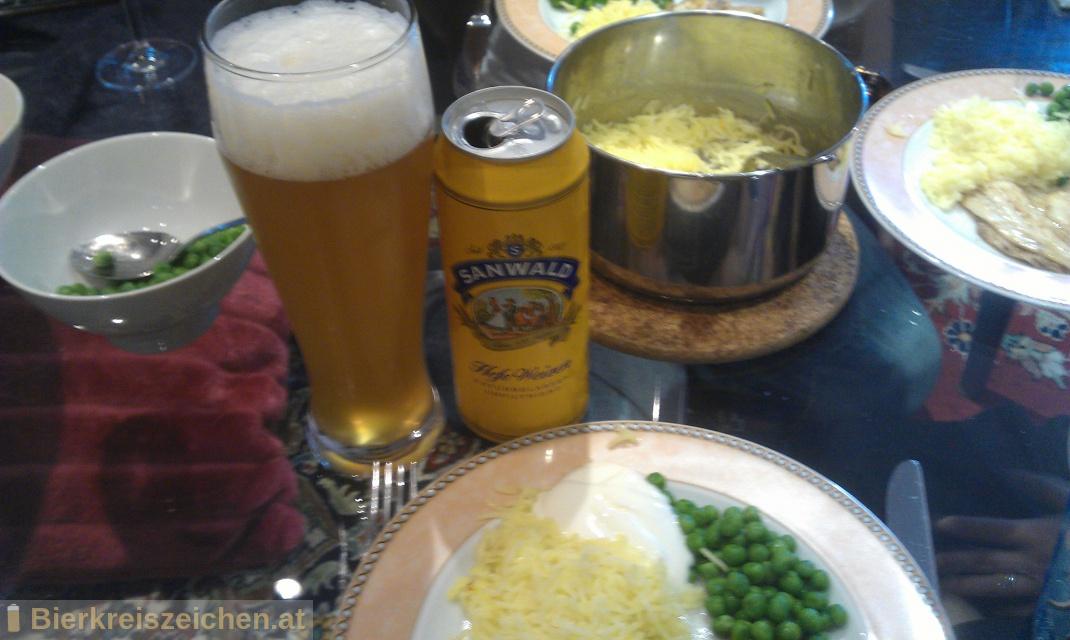 Foto eines Bieres der Marke Sanwald - Hefe Weizen aus der Brauerei Dinkelacker-Schwaben Bräu