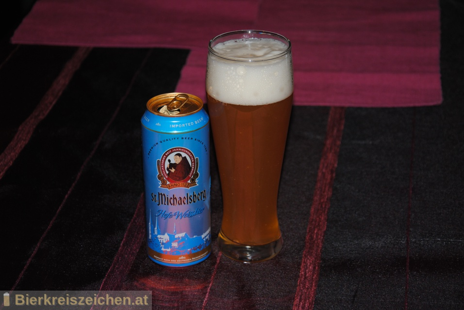 Foto eines Bieres der Marke St. Michaelsberg Hefe-Weissbier aus der Brauerei United Beverage ApS