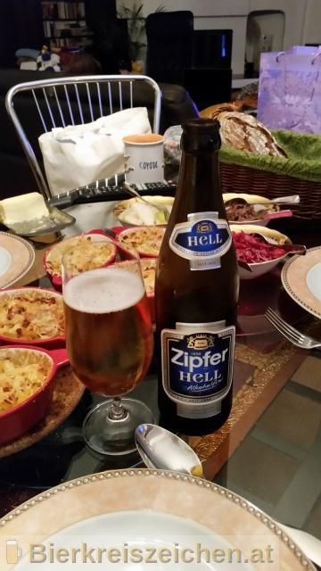 Foto eines Bieres der Marke Zipfer Hell aus der Brauerei Brauerei Zipf