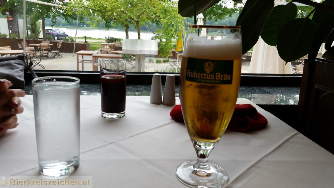 Foto eines Bieres der Marke Hubertus Pils aus der Brauerei Hubertus Bräu