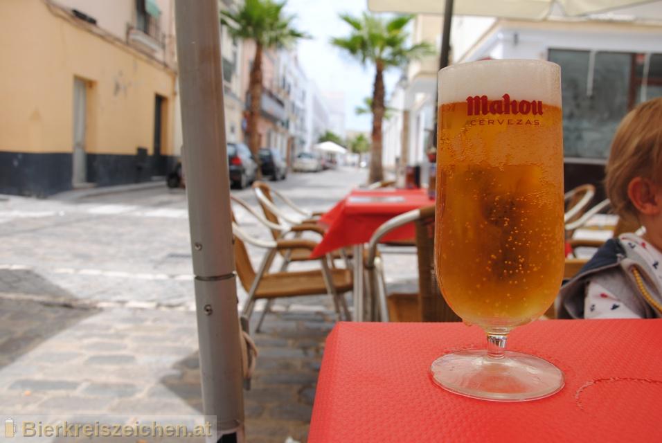 Foto eines Bieres der Marke Mahou Clásica aus der Brauerei Mahou S.a.
