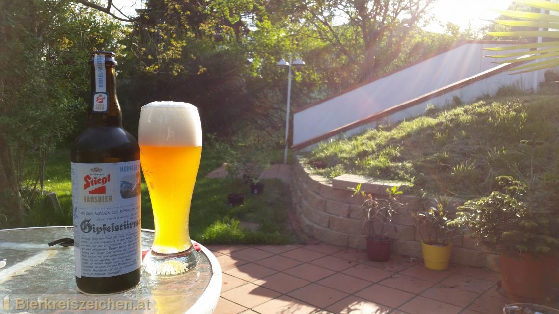 Foto eines Bieres der Marke Stiegl Hausbier - Gipfelstürmer aus der Brauerei Stieglbrauerei