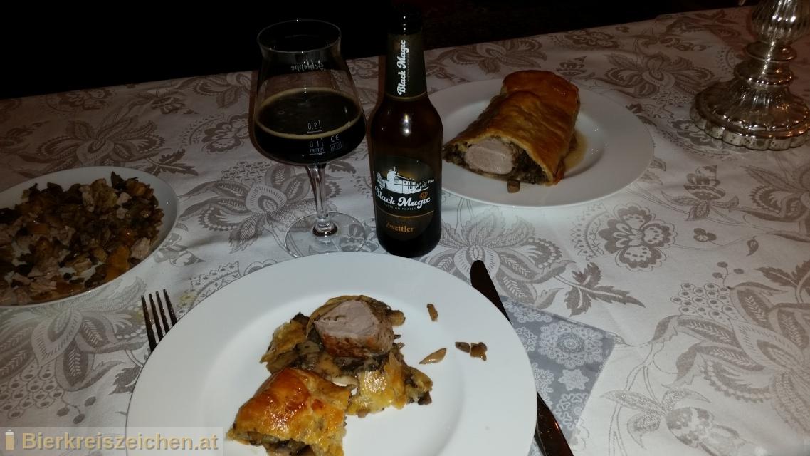 Foto eines Bieres der Marke Zwettler Black Magic - Austrian Porter aus der Brauerei Privatbrauerei Zwettl