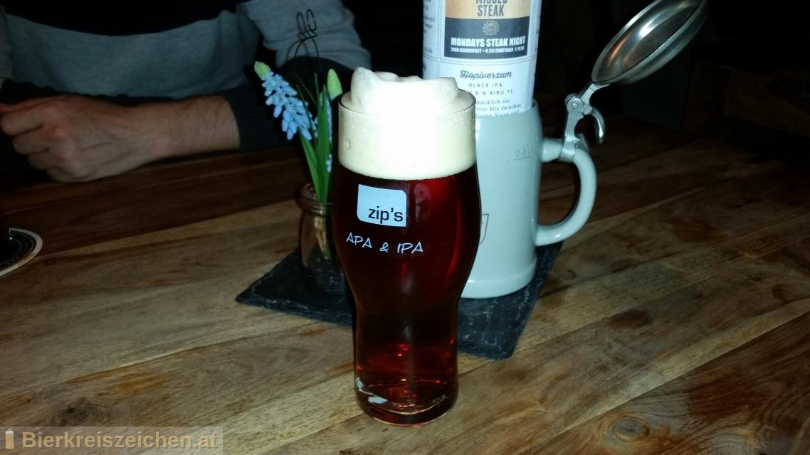 Foto eines Bieres der Marke Zip's Werewolf - Red IPA aus der Brauerei zip's brewhouse