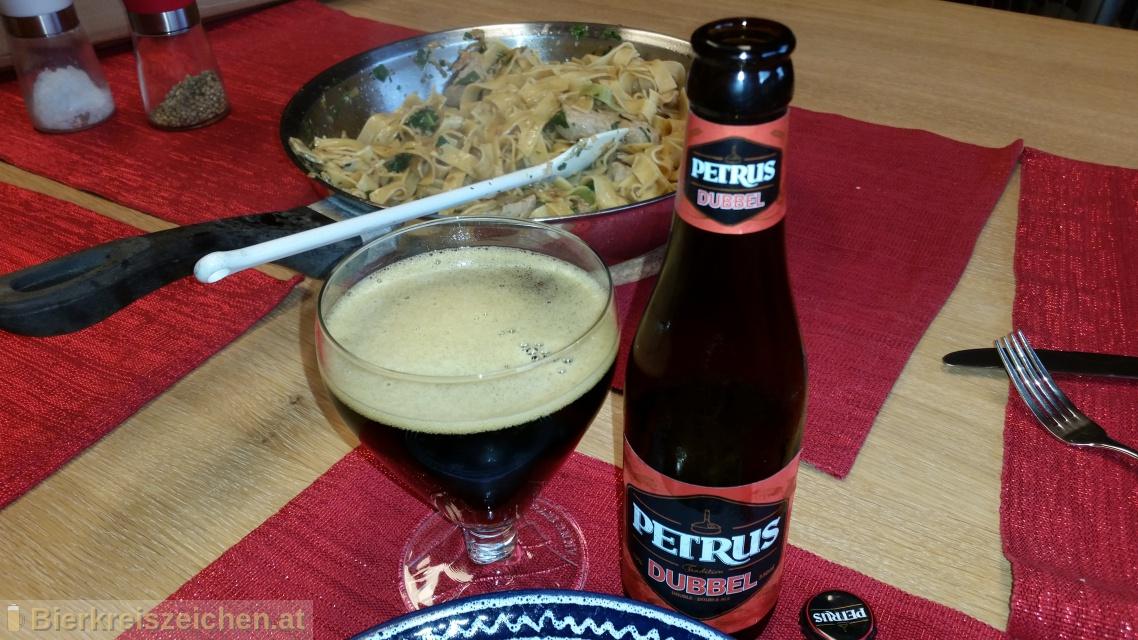 Foto eines Bieres der Marke Petrus Dubbel aus der Brauerei Brouwerij De Brabandere