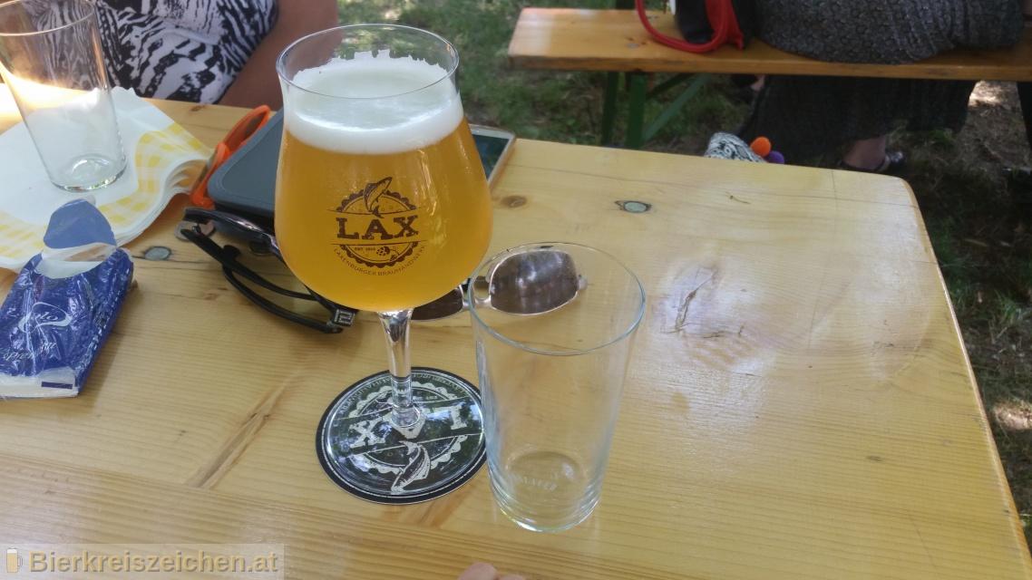 Foto eines Bieres der Marke Laxenburger Sommer (Pils) aus der Brauerei Lax - Laxenburger Brauhandwerk