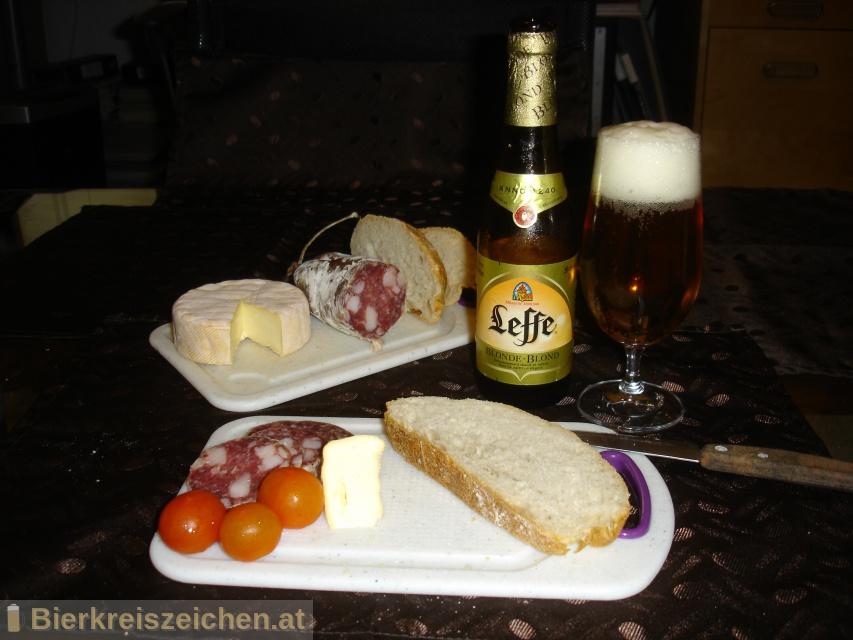 Foto eines Bieres der Marke Leffe Blonde aus der Brauerei Stella Artois-Brouwerij