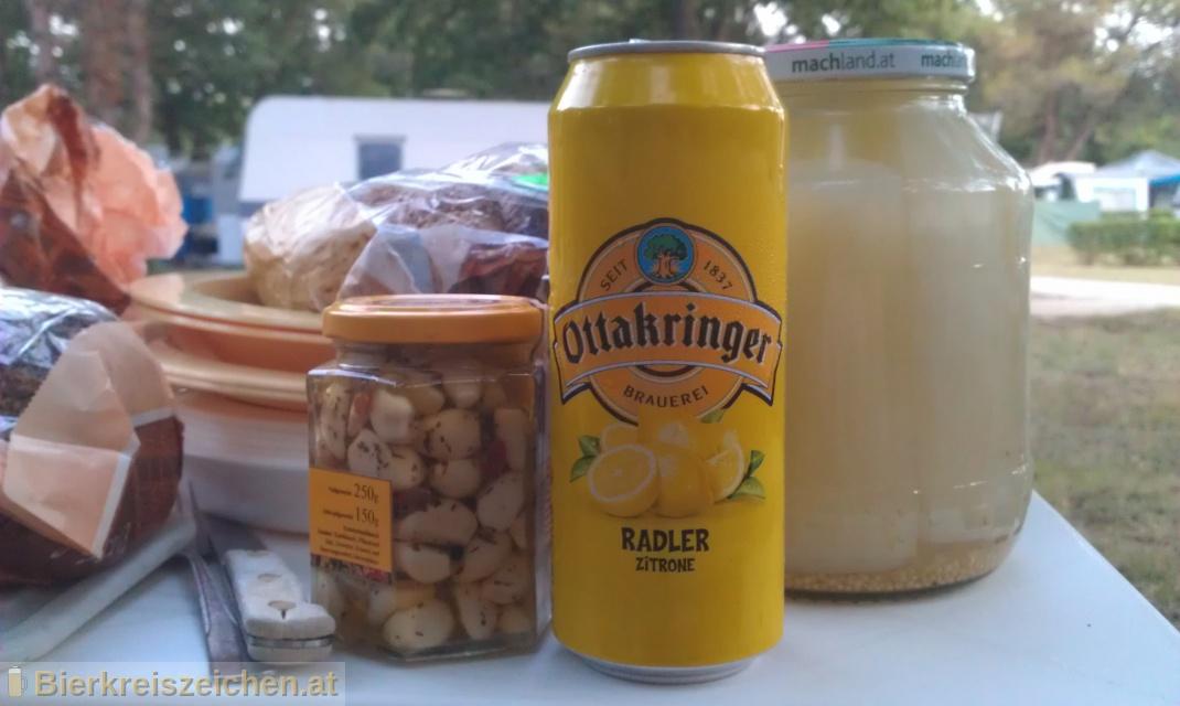 Foto eines Bieres der Marke Ottakringer Radler Zitrone aus der Brauerei Ottakringer Brauerei