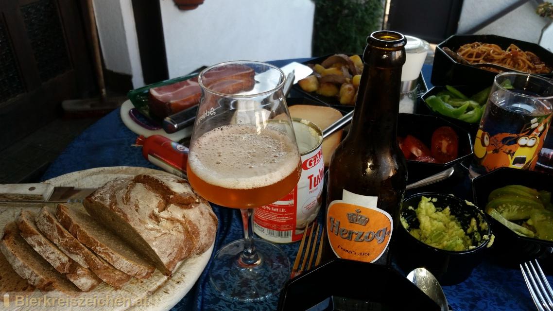 Foto eines Bieres der Marke Herzog Franzi's APA aus der Brauerei Herzog Hofbräu