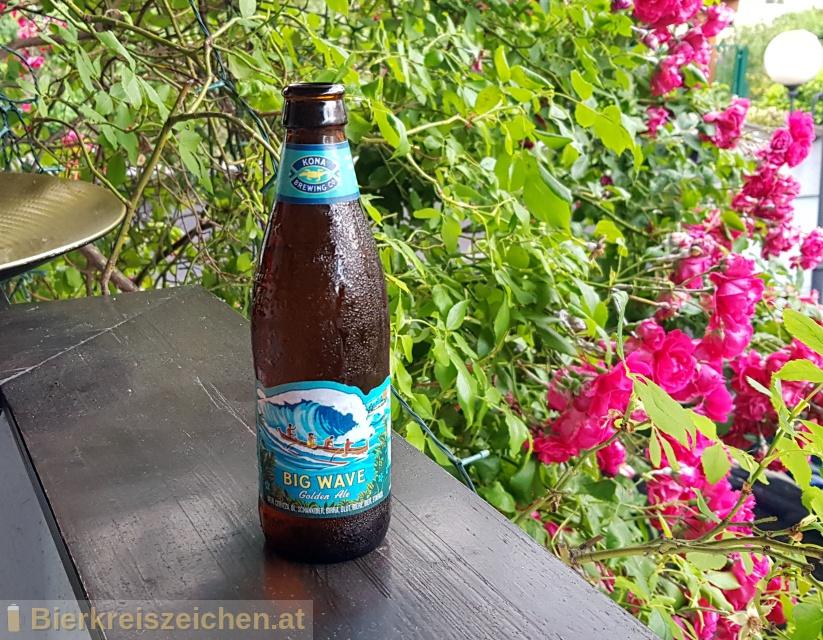 Foto eines Bieres der Marke Big Wave Golden Ale aus der Brauerei Kona Brewing