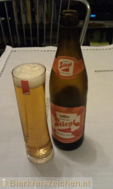 Foto eines Bieres der Marke Stiegl Herbst-Gold aus der Brauerei Stieglbrauerei