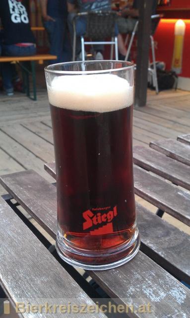 Foto eines Bieres der Marke Stiegl Weizengold Dunkel aus der Brauerei Stieglbrauerei