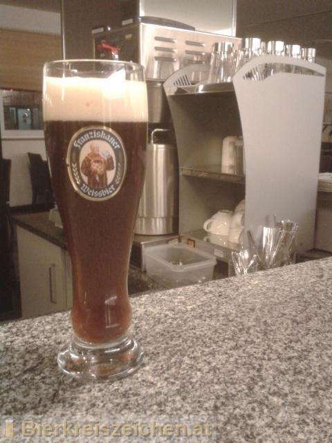 Foto eines Bieres der Marke Franziskaner Hefe-Weissbier Dunkel aus der Brauerei Spaten-Franziskaner-Bräu