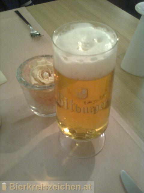 Foto eines Bieres der Marke Bitburger Premium Pils aus der Brauerei Bitburger Brauerei