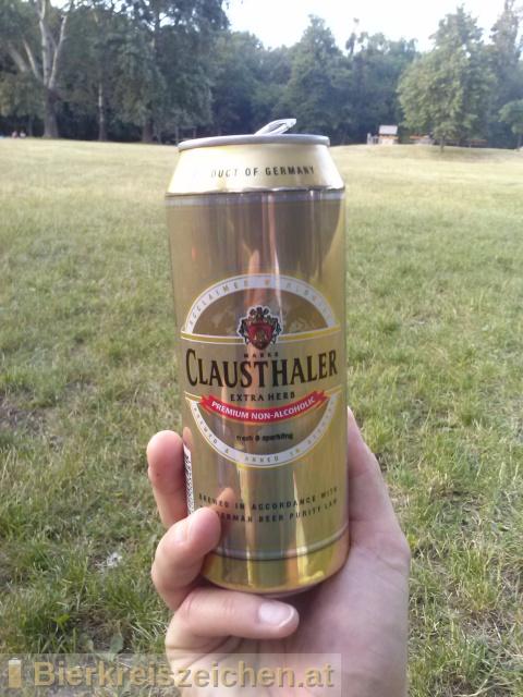Foto eines Bieres der Marke Clausthaler Extra herb aus der Brauerei Binding-Brauerei