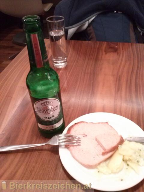 Foto eines Bieres der Marke Warsteiner Herb aus der Brauerei Warsteiner Brauerei