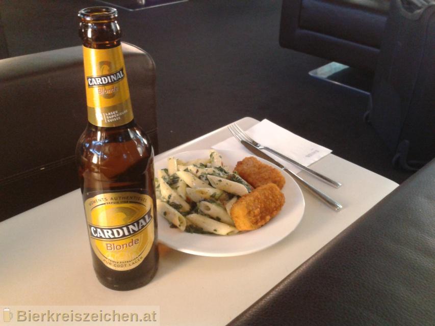 Foto eines Bieres der Marke Cardinal Blonde aus der Brauerei Brauerei Feldschlößchen AG