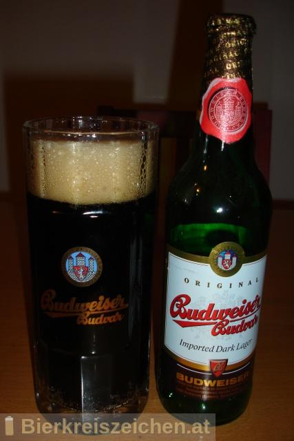 Foto eines Bieres der Marke Imported Dark Lager aus der Brauerei Budweiser Budvar