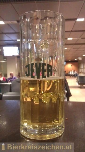 Foto eines Bieres der Marke Jever Pilsener aus der Brauerei Jever