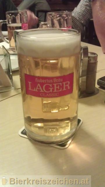 Foto eines Bieres der Marke Hubertus Lager Classic aus der Brauerei Hubertus Bräu
