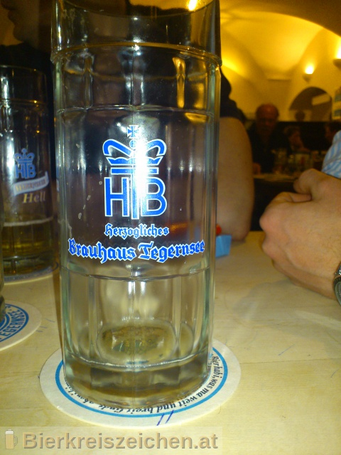 Foto eines Bieres der Marke Tegernseer Hell aus der Brauerei Herzogliches Bräustüberl Tegernsee