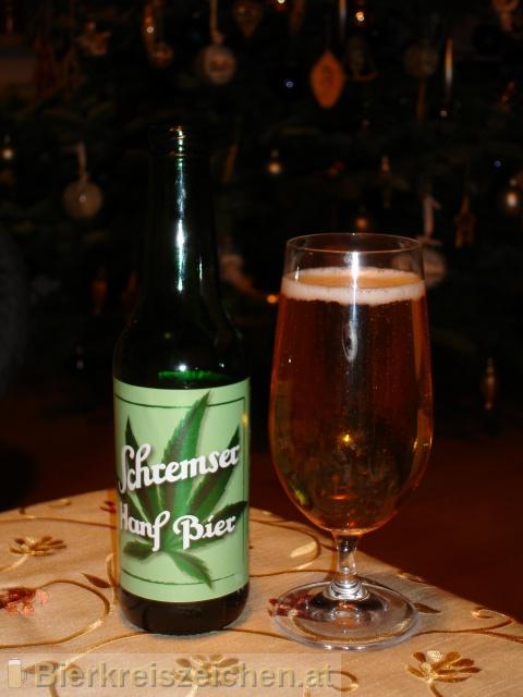 Foto eines Bieres der Marke Schremser Hanfbier aus der Brauerei Brauerei Schrems