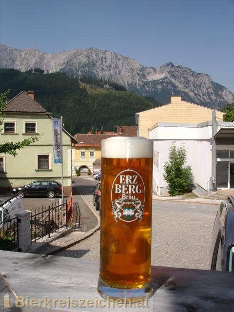 Foto eines Bieres der Marke Grubenhunt aus der Brauerei Erzbergbräu