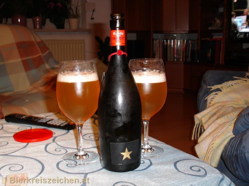 Foto eines Bieres der Marke Estrella Damm Inedit aus der Brauerei S.A. Damm