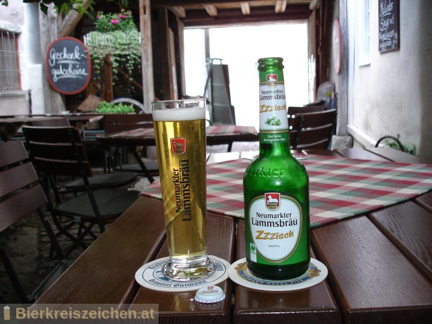 Foto eines Bieres der Marke Lammsbräu EdelPils - Zzzisch® aus der Brauerei Neumarkter Lammsbräu