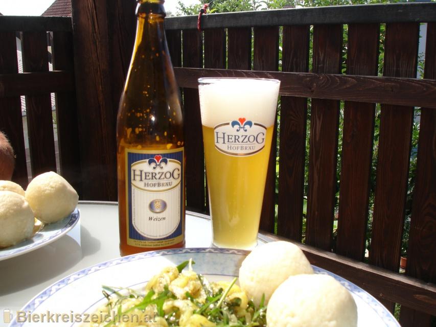 Foto eines Bieres der Marke Herzog Weizen aus der Brauerei Herzog Hofbräu