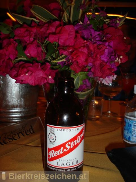 Foto eines Bieres der Marke Red Stripe aus der Brauerei Desnoes & Geddes