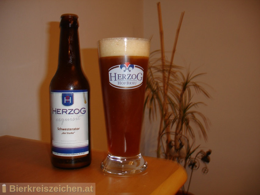 Foto eines Bieres der Marke Herzog Schwesterator aus der Brauerei Herzog Hofbräu