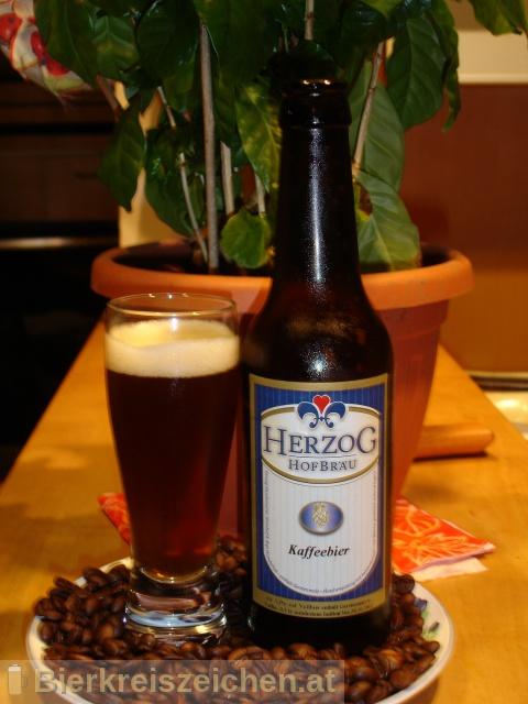 Foto eines Bieres der Marke Herzog Kaffeebier aus der Brauerei Herzog Hofbräu