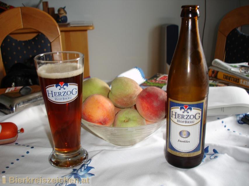 Foto eines Bieres der Marke Herzog Dunkles aus der Brauerei Herzog Hofbräu